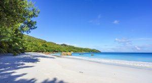Strand Anse Lazio auf den Seychellen (Bigstock / Christian B)