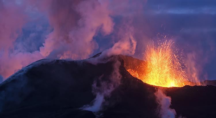 Ausbruch des Eyjafjallajokull in Island (F: Bigstock / klikk)