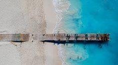 Steg in der Grace Bay, Turks and Caicos (F: Bigstock / jpbarcelos)