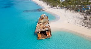 Schiffswrack vor Grand Turk, Turks & Caicos (F: Bigstock / wollwerth)