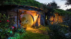 Hobbiton in Neuseeland (F: Hobbiton™ Movie Set, www.hobbitontours.com)