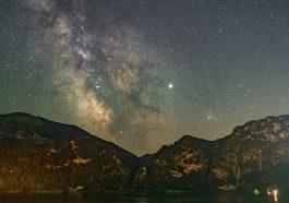 Nachthimmel über dem Naturpark Attersee-Traunsee (Foto: Peter Oberransmayr, beigestellt Uni Wien)