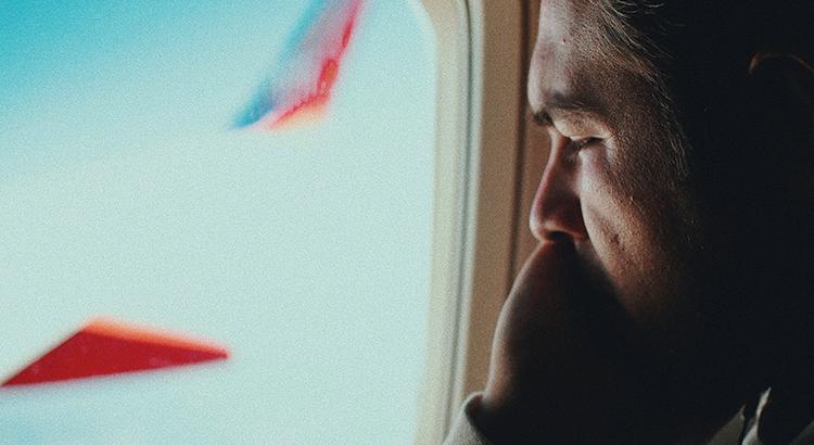 Tipps gegen Flugangst Reisekompass Fliegen (Foto: Jesse Ramirez via unsplash)