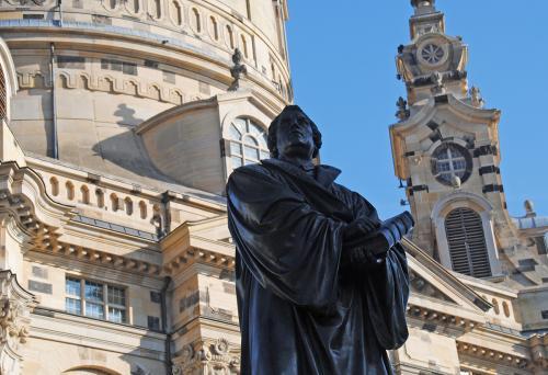 Dresden: Statue von Martin Luther vor der Frauenkirche © Reisekompass