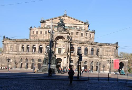 Dresden: Blick auf die Semperoper © Reisekompass