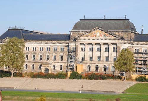 Dresden: Staatskanzlei © Reisekompass